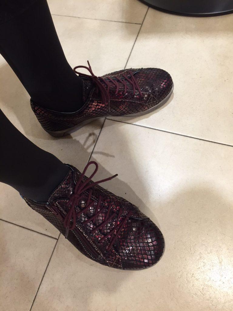 レザースニーカーキラキラ 神戸 フットプラン キラキラスニーカー インポートシューズ cloudfootwear footplan 神戸国際会館SOL インソール専門店 中敷き シューフィッターのいる店